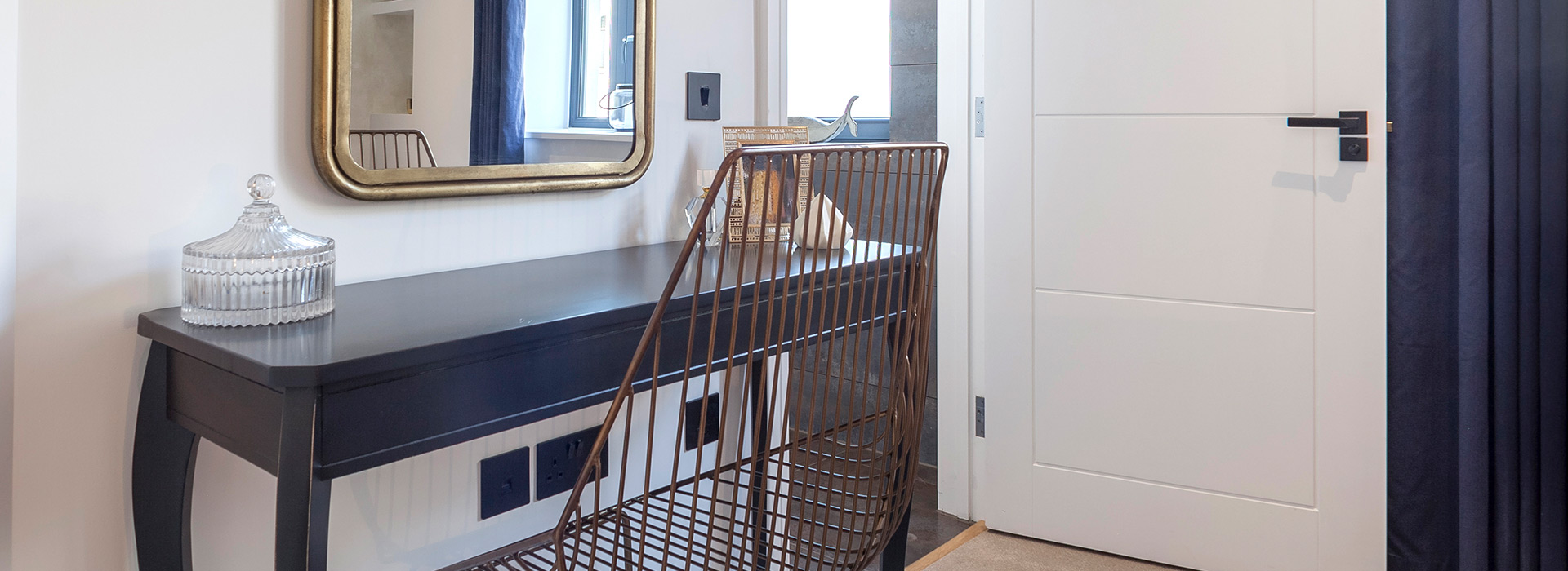 Side table with wire chair