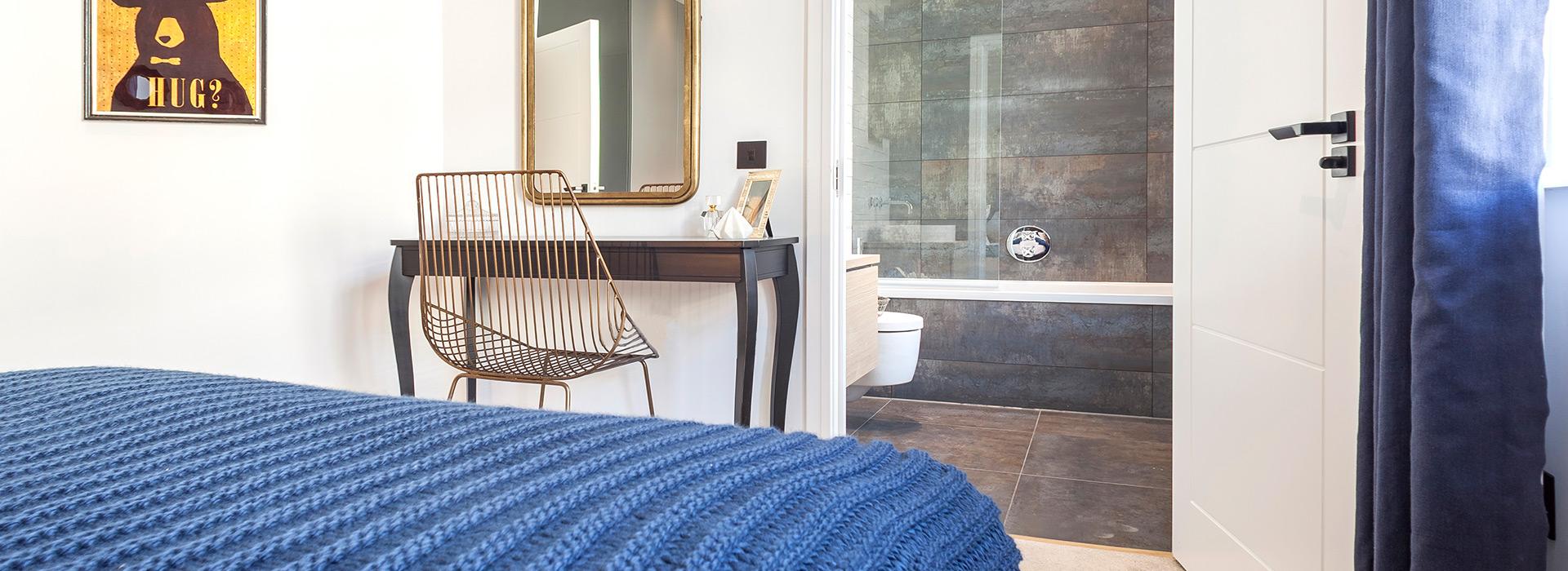 En-suite with large format tiles