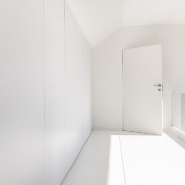 Flush - Smooth White RAL9003 - Concealed Doors in Hidden Frames